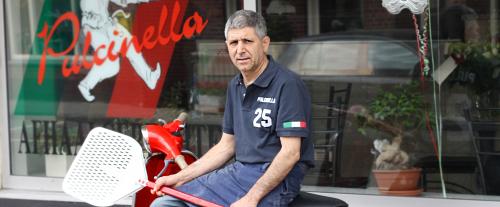 Luigi poserend op de Vespa 07-07-2012.
